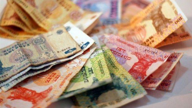 Moldovenii cheltuie mai mult decât câștigă