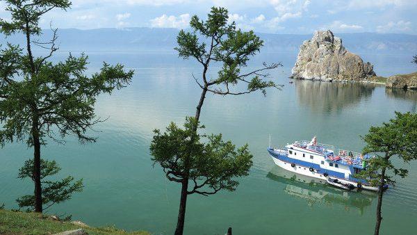 Flacăra Jocurilor Olimpice de la Soci a coborât în apele lacului Baikal