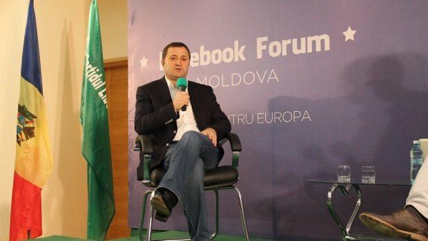 Ce întrebări adresează tinerii politicianului Vlad Filat?