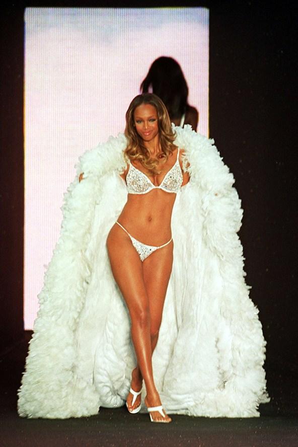 Tyra-Banks-Victorias-Secrets-May00-vogue-7nov13-PA_b_592x888