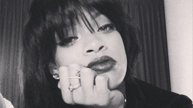 (foto) Rihanna are o nouă schimbare de look: tunsoare bob cu breton