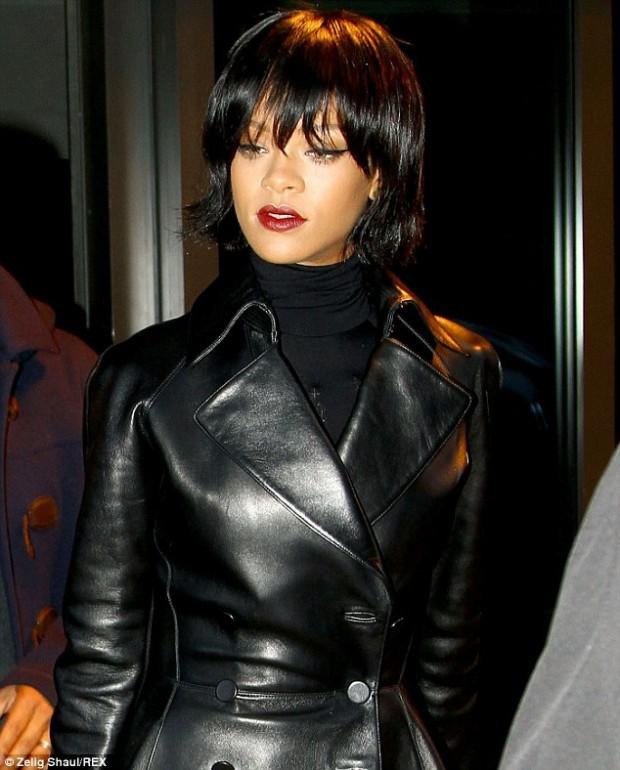 Foto Rihanna Are O Nouă Schimbare De Look Tunsoare Bob Cu Breton