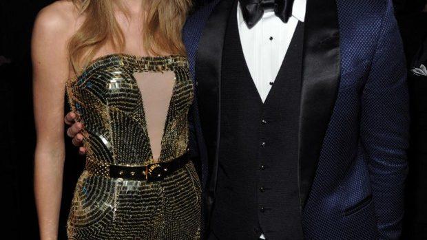 (foto) Taylor Swift și Justin Timberlake iau marele premii la AMA 2013