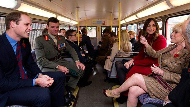 (Foto) Prinţul William şi Kate au călătorit cu transportul public