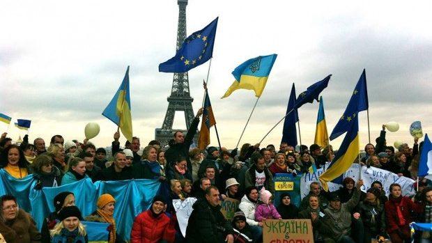 (foto) Protestele pro-UE din Ucraina sunt susținute de ucrainenii din întreaga lume