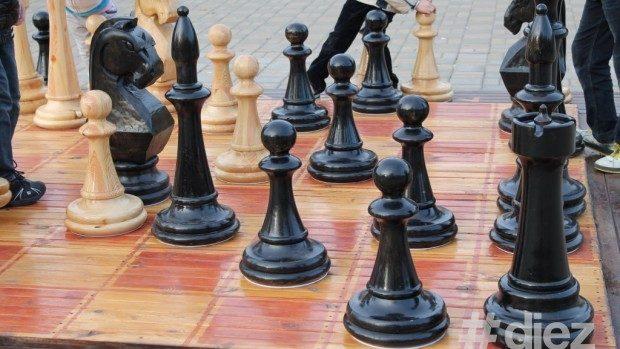 """Azi în Parcul """"La Izvor"""" va fi aplasată o tablă mare de șah"""