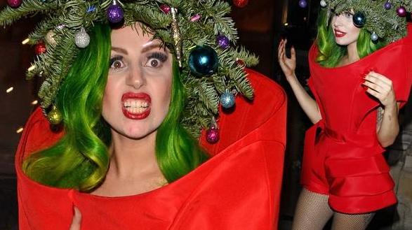 (foto) Lady Gaga ne arată cum să mergem la colindat