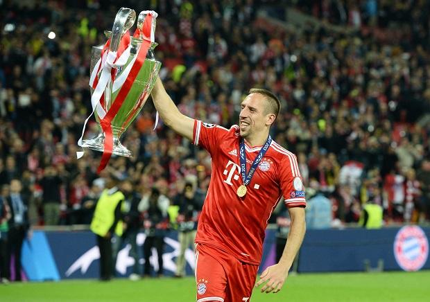 Franck Ribéry cu trofeul Ligii Campionilor în mână. PC: hdwallsize.com
