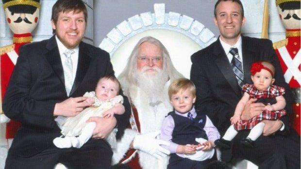 (foto) Cum arată pozele a doi fraţi ce s-au fotografiat cu Moş Crăciun timp de 34 de ani