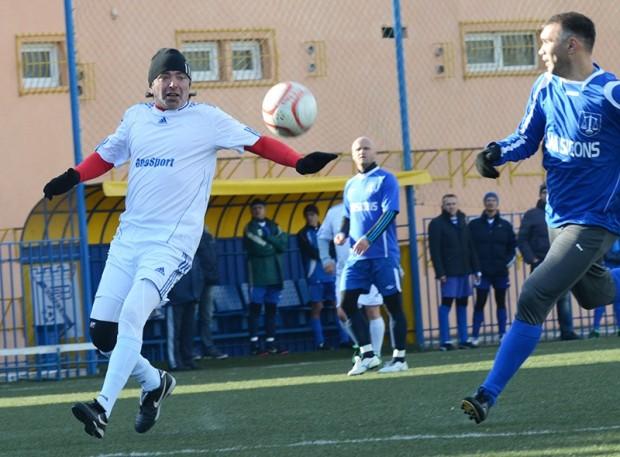 Igor Dobrovolski joacă pentru Geotermal Chişinău împotriva formației Lexmax Stăuceni, 7 decembrie 2013. PC: FMF