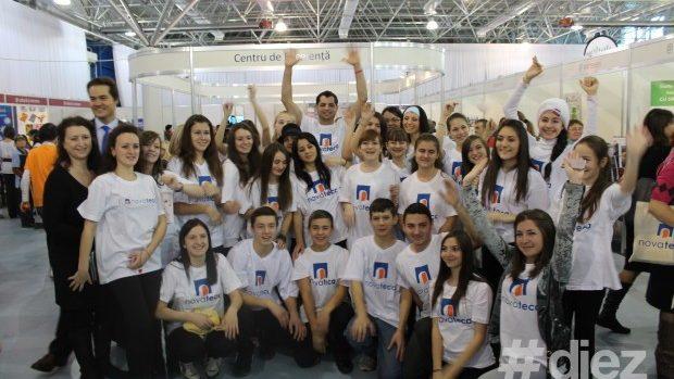 (video) Domino din cărți la Târgul Inovațiilor din Moldova
