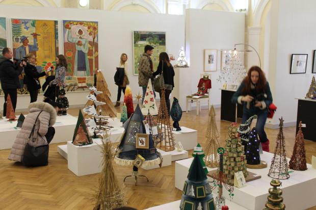 Astăzi, 11 decembrie, a fost dat startul expoziției Brazilor de Crăciun