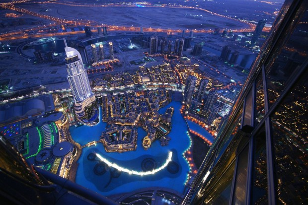Burj Khalifa - Dubai. Fotografia a fost realizata din cea mai inalta cladire din lume. PC: travel.nationalgeographic.com