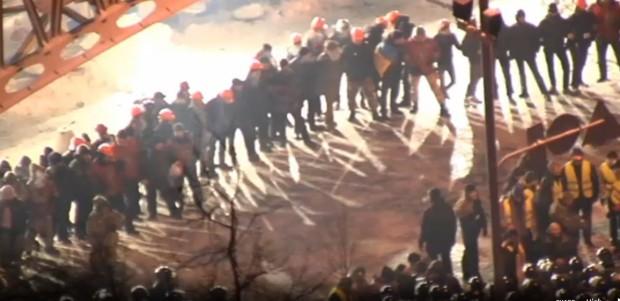 (livevideo) Forțele de ordine încearcă să rupă baricadele de pe #euromaidan