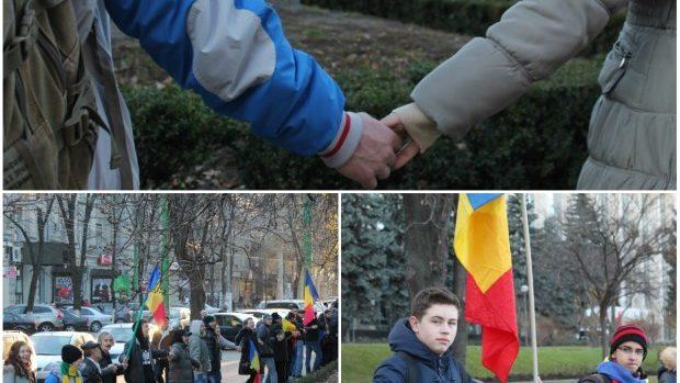 (foto) De 1 decembrie câteva mii de persoane au încercuit Guvernul de la Chișinău