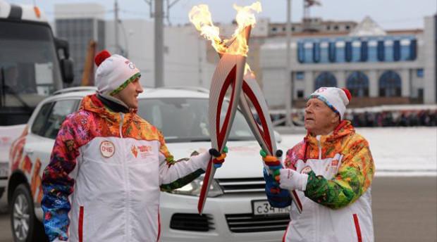 Flacăra olimpică este transmisă veteranului de 101 ani. PC: haberrus.com