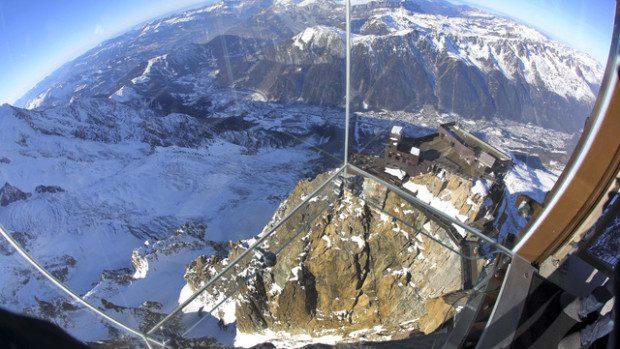 (foto, video) Camera de sticlă care oferă cea mai spectaculoasă privelişte din Europa