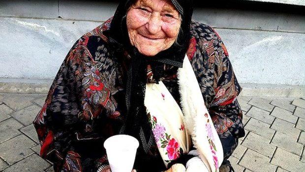(foto) Oamenii străzii, hrăniți cu tartine și cacao