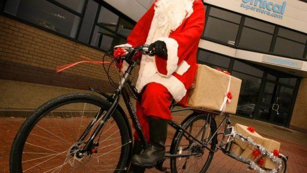 Moș Crăciunii vor oferi daruri copiilor în PMAN pe biciclete