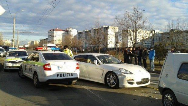 Tânărul care a gonit ieri prin Chişinău cu un Porsche nu va fi pedepsit pentru viteză excesivă