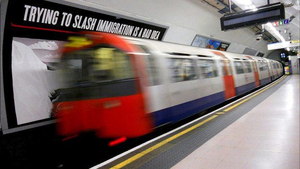 (foto) Mesaje inventive și nostime în metroul din Anglia