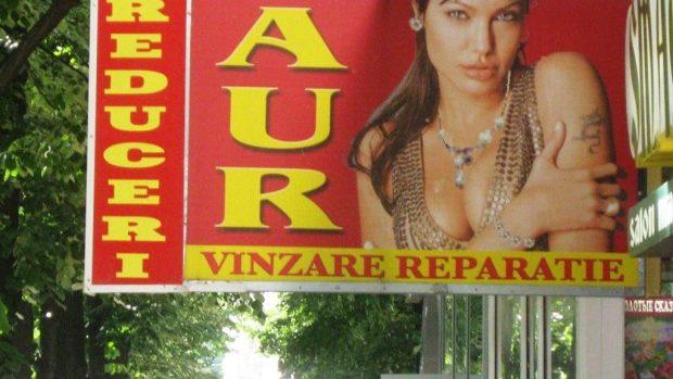 (foto) Vedete de la Hollywood fac publicitate pe străzile din Chișinău