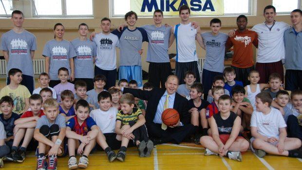 (foto) 40 de tineri din țară vor participa la o tabără de baschet