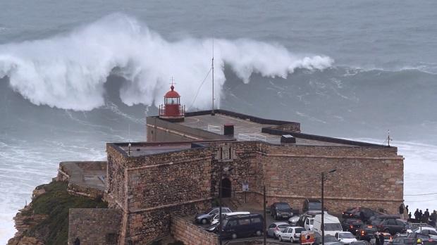 (video) Valuri imense au lovit coasta Portugaliei