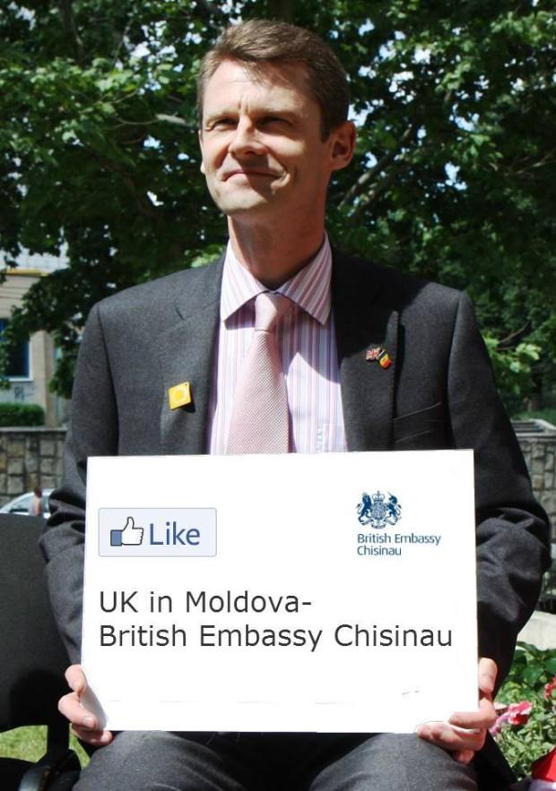 Ambasadorul, Phil Batson, și mesajul său pe  Facebook PC: UK in Moldova