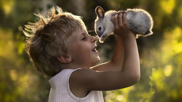 (foto) Frumoasa lume a copilăriei surprinsă în fotografii de o mamă din Rusia