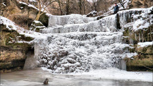 (foto) Temperaturile joase au înghețat Cascadele de la Țâpova