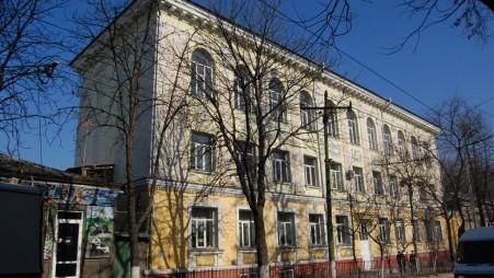 """Ministerul Educației a pornit o anchetă privind colectarea taxelor la Liceul """"Mircea Eliade"""""""