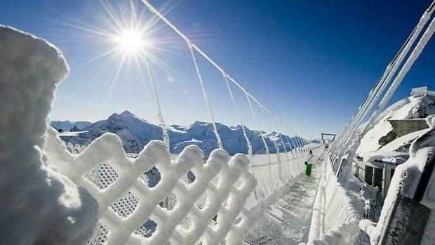 (foto) La o plimbare pe cel mai înalt pod suspendat din Europa