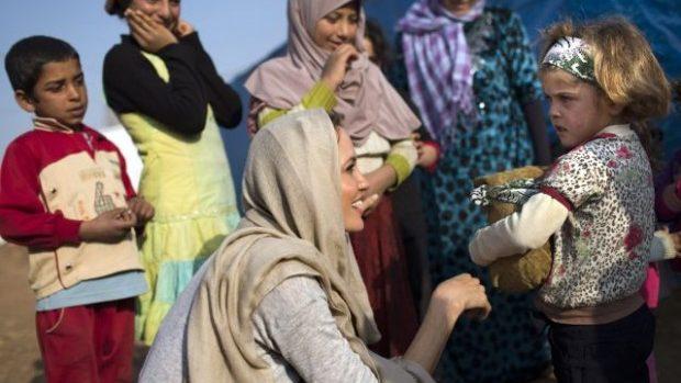 Angelina Jolie vizitează copiii sirieni, victimele războiului civil