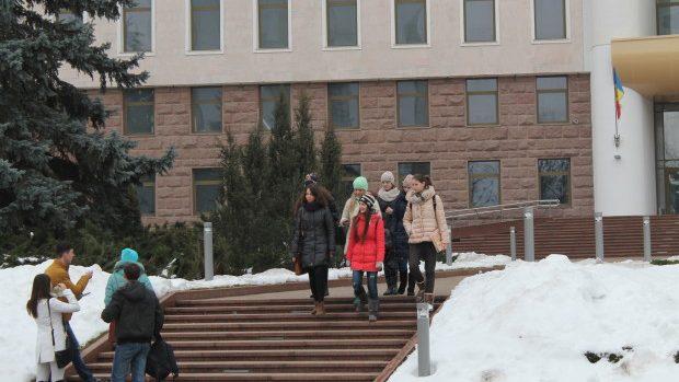 Parlamentul Republicii Moldova a organizat în premieră Ziua ușilor deschise