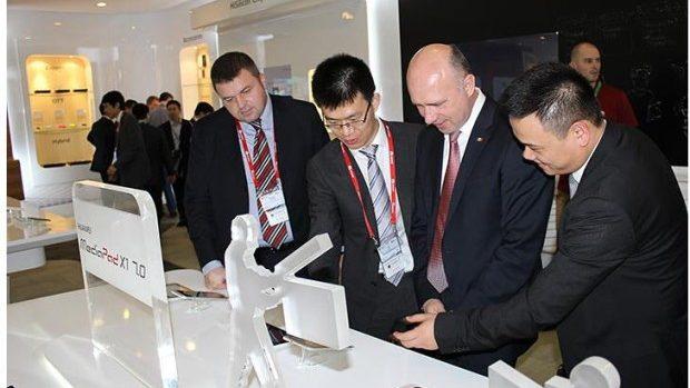 (foto) Ministrul Tehnologiilor Informaționale participă la Congresul Telefoniei Mobile
