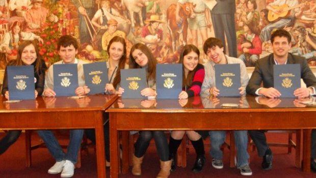 Studenți de anul I, II, III sau IV aplicați la UGRAD și învățați un semestru în SUA