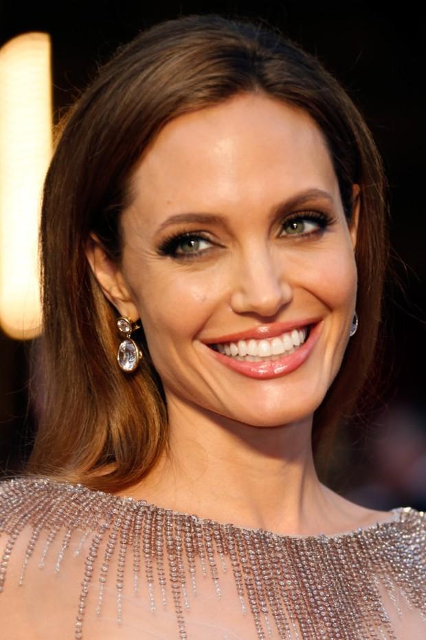 Angelina Jolie a apelat la o  coafură foarte simplă și bine aranjată. PC: Jeff Vespa/WireImage