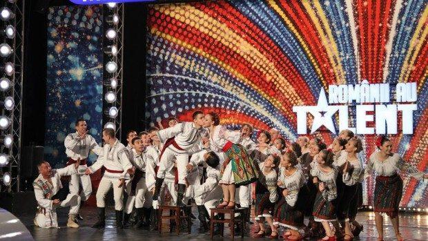 """Ansamblul """"Veselia"""" din Moldova: Cel mai bun moment de folclor la Românii au Talent"""