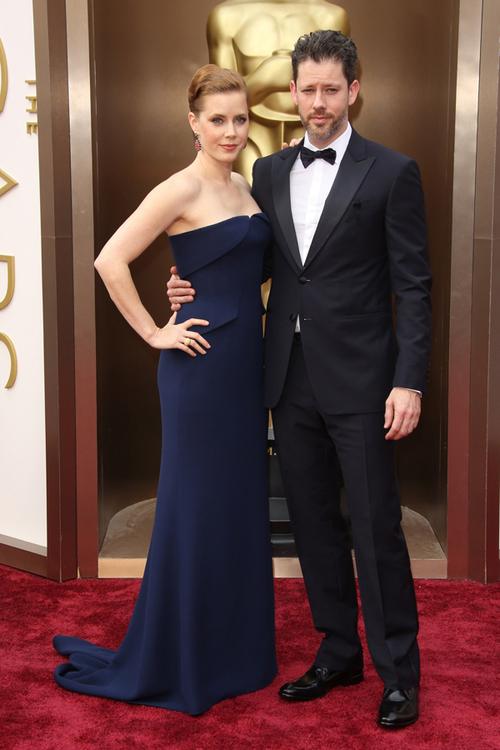 Actriţa,  Amy Adams, a strălucit pe covorul roşu într-o rochie Gucci Première, alături de partenerul său, Darren Le Gallo.