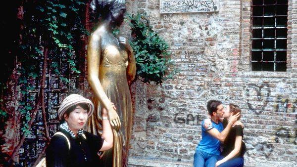 7 sculpturi deteriorate de la atingerile turiștilor