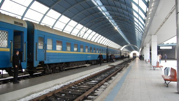 """Impresiile unui englez: Călătorind într-o relicvă a """"Prieteniei"""", trenul de noapte București-Chișinău"""