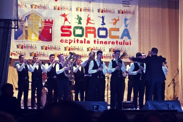 Orchestra dirijată de maestrul Gheorghe Duminica. PC: Lilian Muntean