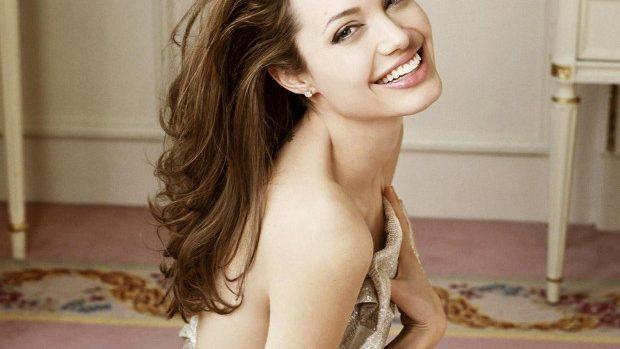 Angelina Jolie îşi va extirpa ovarele