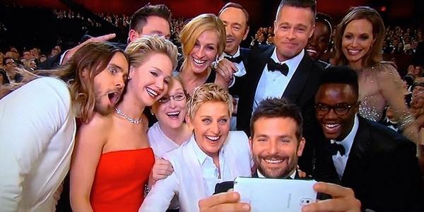 Flashmob pe Facebook: Ce este pe ecranul telefonului lui Ellen DeGeneres?