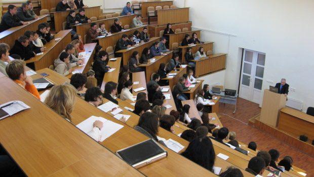 (doc) Veste bună! Bursele studenților au fost majorate cu 10%