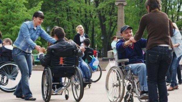 """(video) Chișinăul este """"inaccesibil"""" pentru persoanele cu mobilitate redusă"""