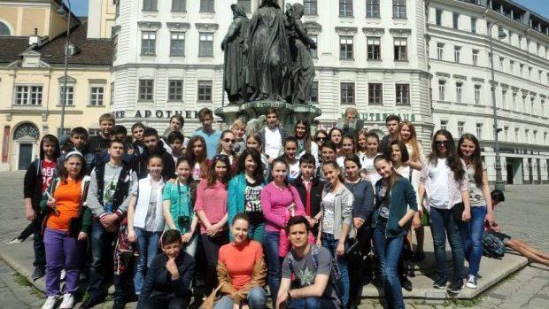 Ești tânăr? Te îndemnăm să participi la Școala de vară din Elveţia!