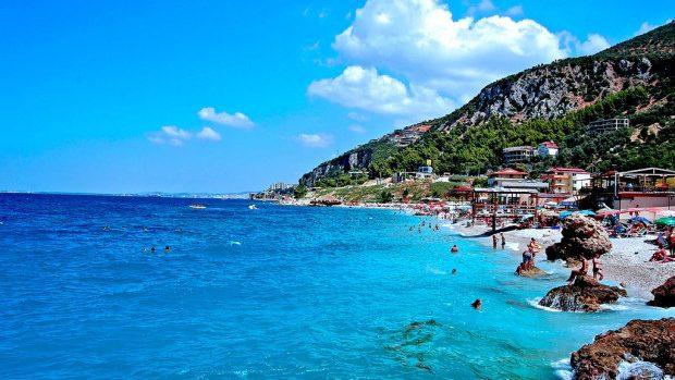 Moldovenii pot călători fără vize în Albania