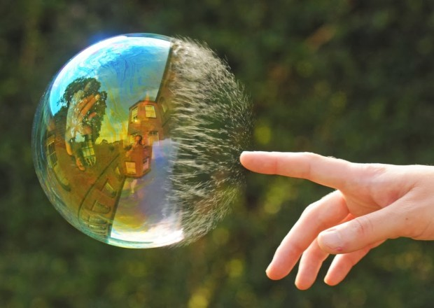 5190455-R3L8T8D-1000-2012-02-04-perfect-timing-bubble-1009